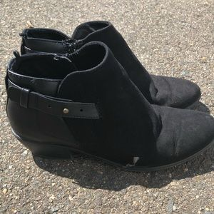 OLD NAVY Women's Black Gold Ankle Booties 8